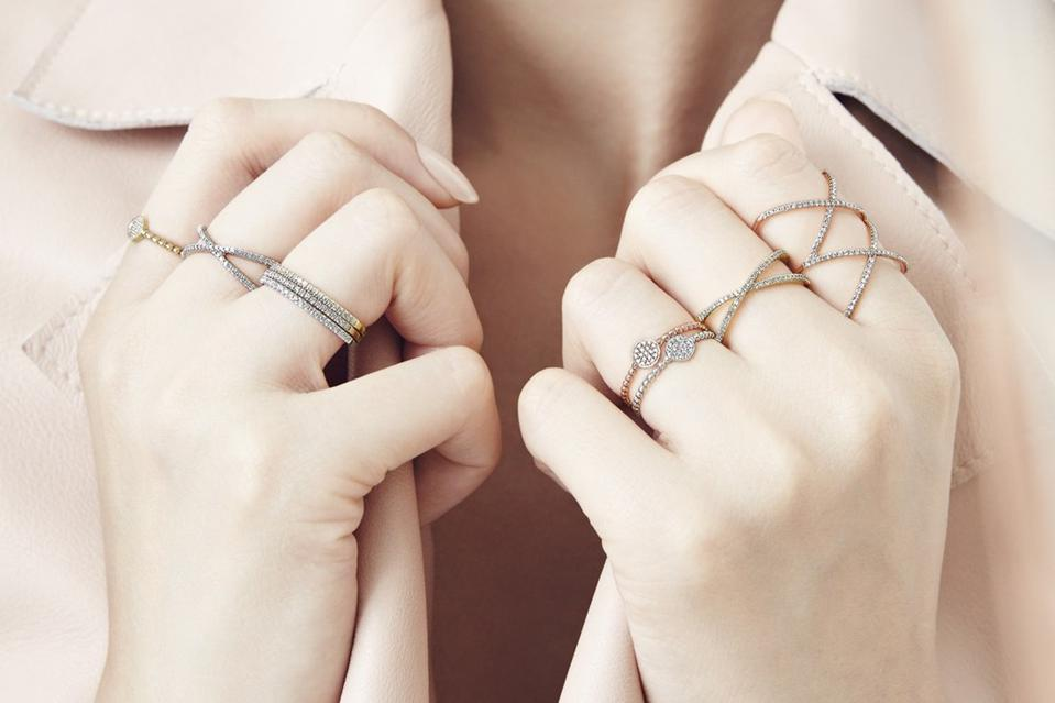 BONY LEVY Stackable Crossover Diamond Rings on a woman's hands